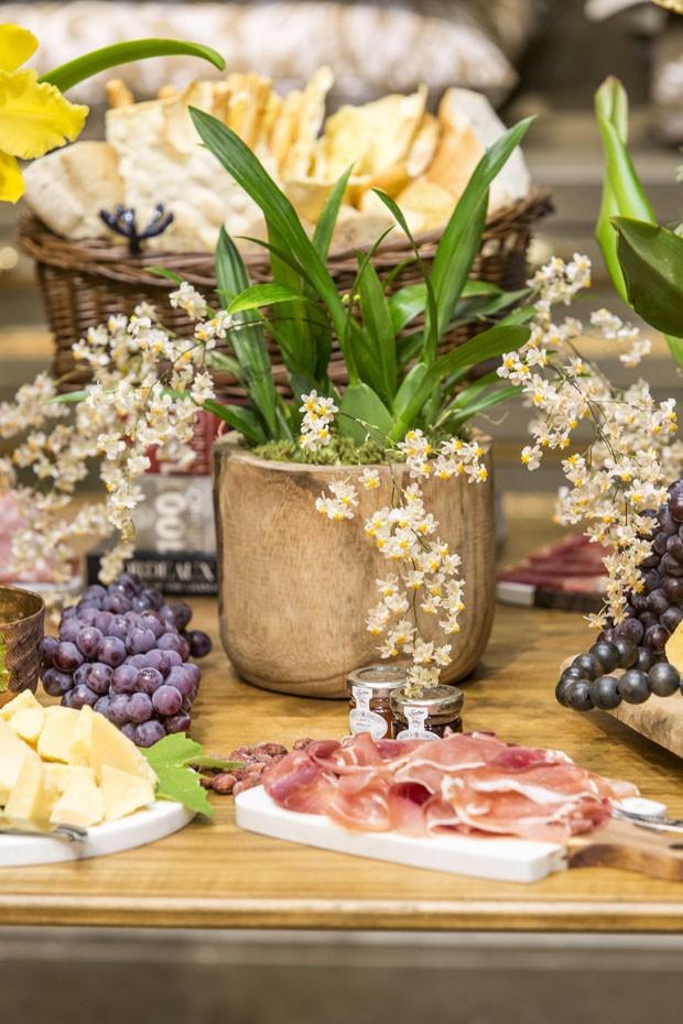 Como decorar uma mesa de aperitivos prática para um brunch ou happy hour (Foto: Douglas Daniel)