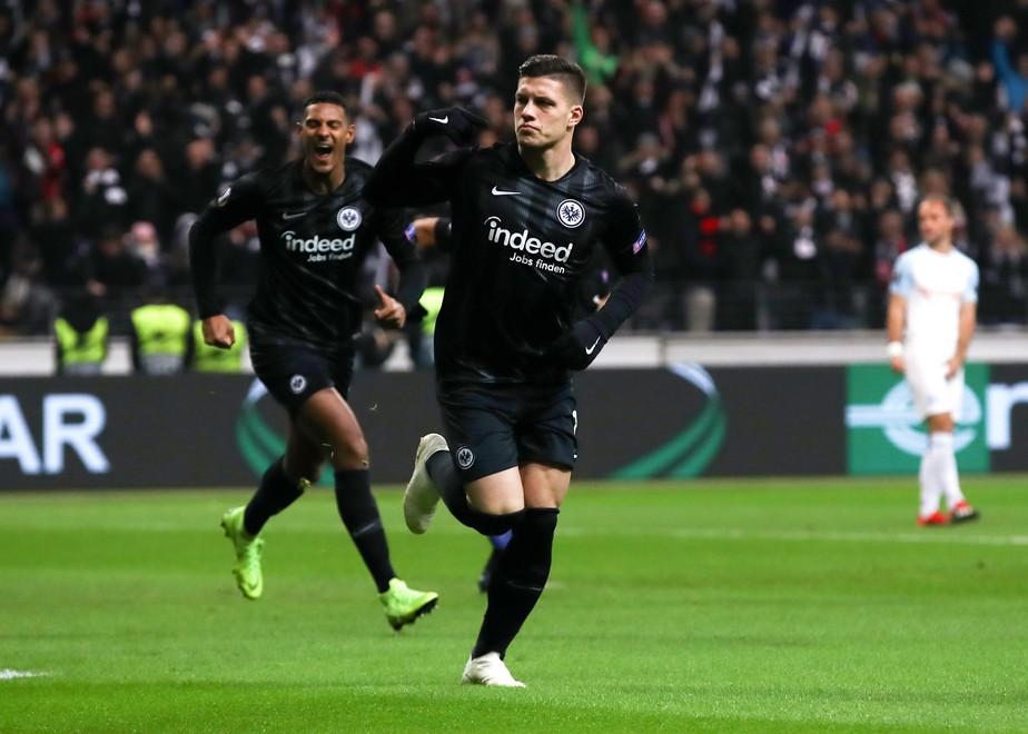 Real Madrid anuncia contratação do atacante Jovic, sensação do Campeonato Alemão