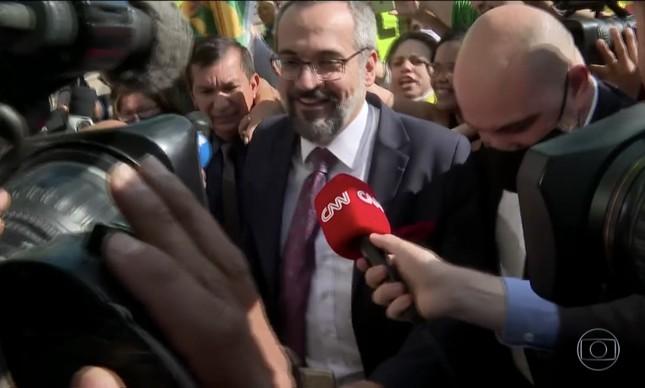 O ministro Abraham Weintraub deixa a sede da PF em Brasília