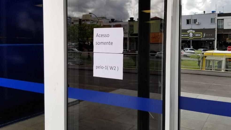 Casos de caxumba causam interdição de prédio da Caixa Econômica Federal — Foto: Pedro Alves/G1
