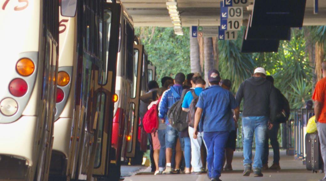 Profissionais de saúde criticam redução de ônibus entre cidades da região de Ribeirão Preto