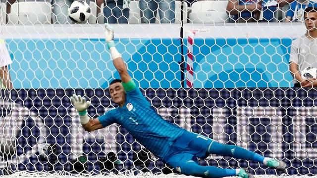 El-Hadary pega pênalti em no jogo contra a Arábia Saudita