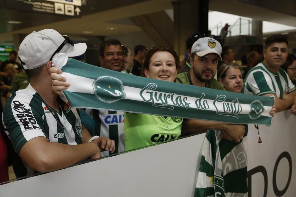 A Gurias do Couto também estavam lá representadas pela torcedora.  — Foto: André Rodrigues/Gazeta do Povo