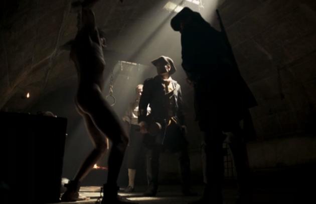 Mateus Solano ficou nu durante a cena de tortura de Rubião em 'Liberdade, liberdade' (Foto: Reprodução)