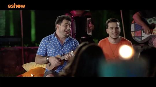 Luís Marcelo e Gabriel mostram os bastidores do clipe 'Tia Cida'