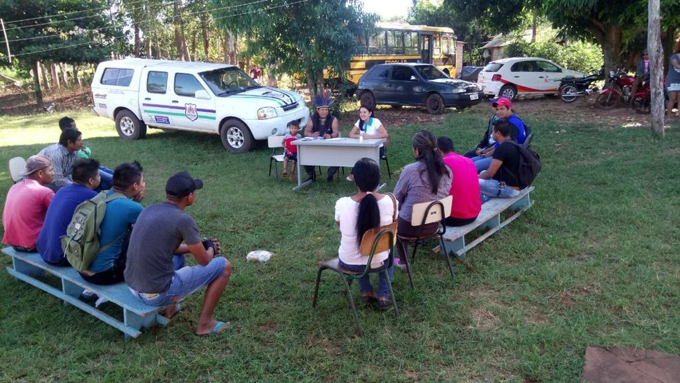 Cadastramento de população carente na tarifa social feito por técnicos da concessionária — Foto: Energisa/Divulgação