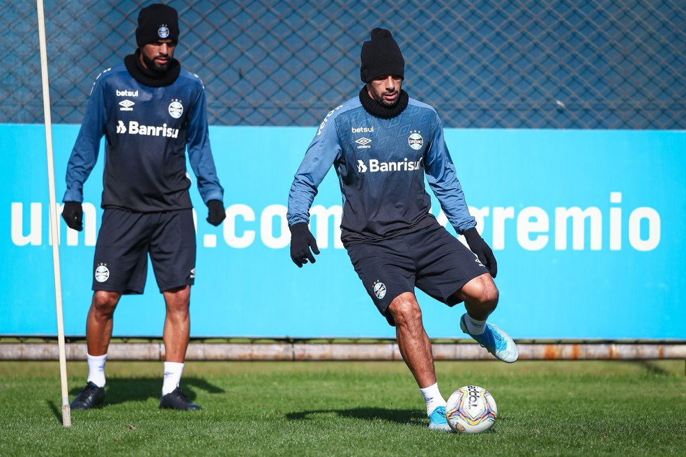 Maicon e Diego Souza no treino de sexta-feira — Foto: Lucas Uebel / Grêmio