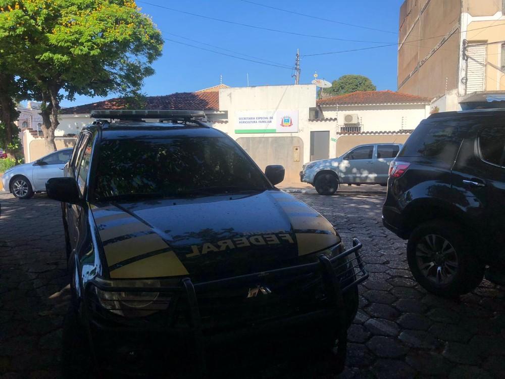 PF faz buscas em secretaria municipal, em Corumbá — Foto: Lucas Lélis/TV Morena