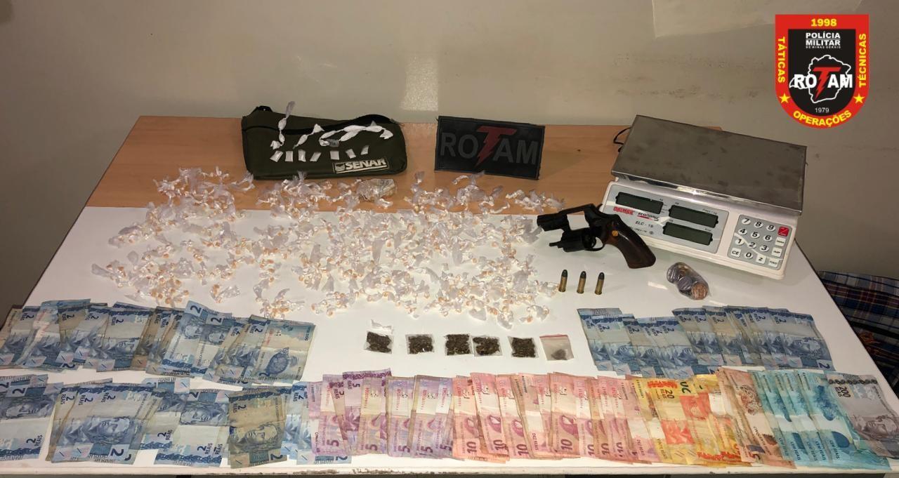 Idosa é presa suspeita de vender drogas na zona rural de Três Marias