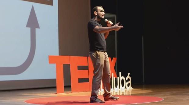 Luiz Fernando da Silva Borges apresenta sua história durante TEDx (Foto: Reprodução)