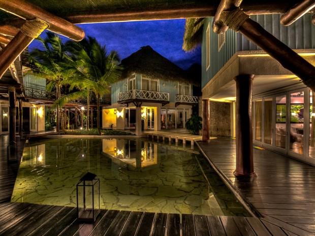 """De férias, ator de """"Divergente"""" fica em casa de R$ 60 mil a diária no Caribe (Foto: Divulgação)"""