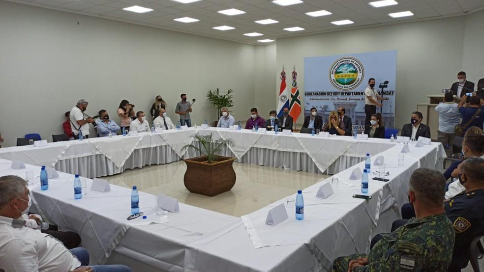 Autoridades paraguaias e comerciantes discutem protocolo para reabertura da fronteira com o Brasil. — Foto: Fronteira Seca/Divulgação