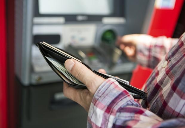 Caixa eletrônico depósito ATM banco saque  (Foto: Thinkstock)