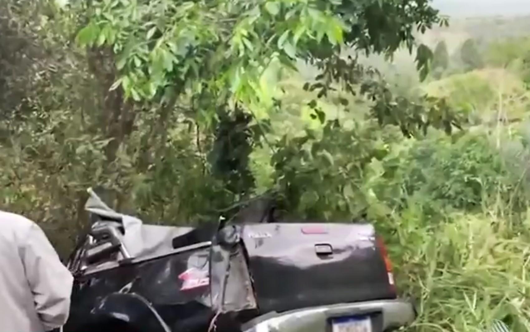 Mulher morre e três pessoas ficam feridas em acidente na BA-250, no sudoeste da BA