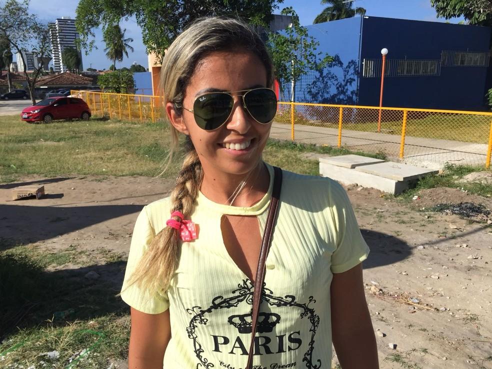 Caroline Bugari, 30, tenta uma vaga em contabilidade ou direito (Foto: George Arroxelas/G1)