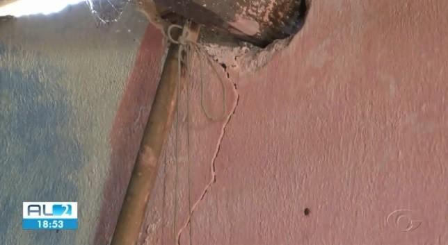 Moradores do Bom Parto, em Maceió, dizem que rachaduras surgiram na Rua São Francisco nas últimas semanas  - Notícias - Plantão Diário