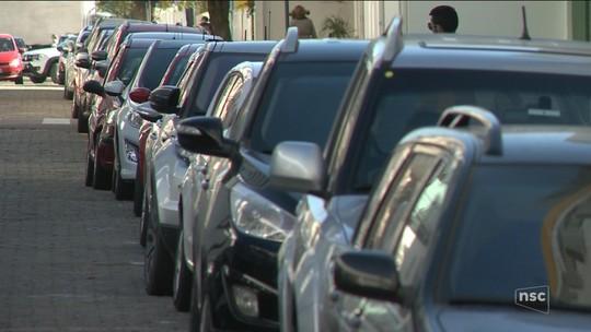 Edital para estacionamento rotativo em Balneário Camboriú prevê uso de aplicativo para celular