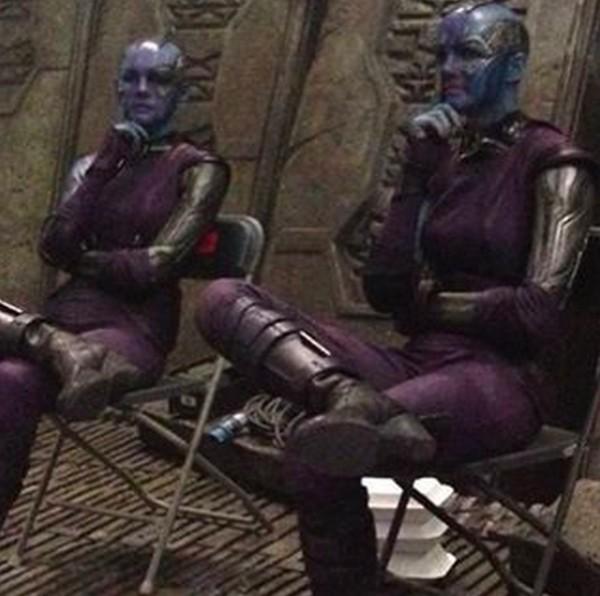 Olivia Jackson com dublê de Karen Gillan no set de Guardiões da Galáxia (2014) (Foto: Reprodução/Instagram)