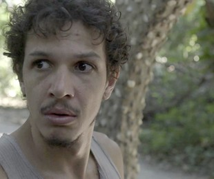 Zé Victor (Rafael Losso) será preso por falso testemunho e cúmplice em tentativa de homicídio de Mariano (Juliano Cazarré). Antes de ir para a cadeia, Tônia (Patrícia Elizardo) dirá que vai esperá-lo  | Reprodução