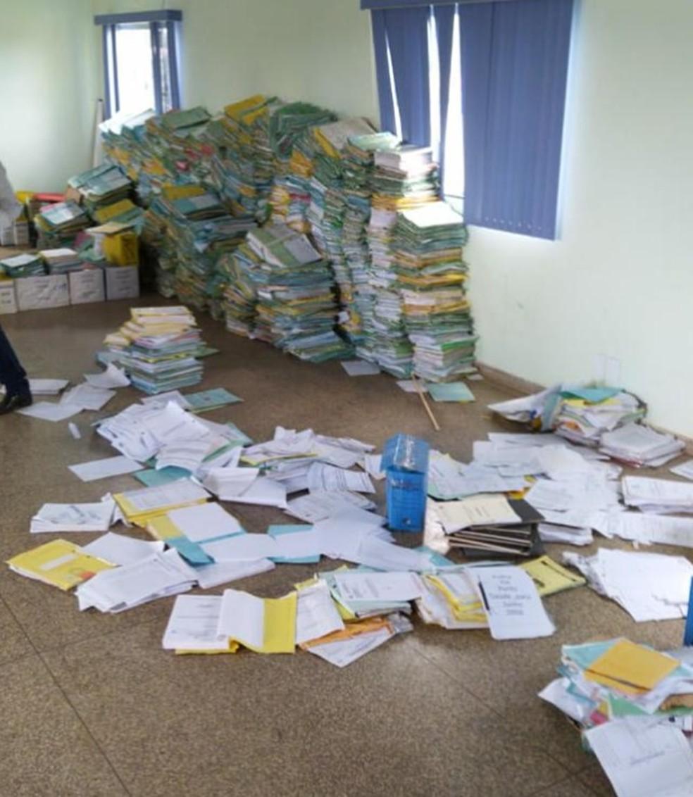 Mandado de busca e apreensão foi cumprido na Prefeitura de Theobroma nesta semana.  — Foto: Divulgação/PF