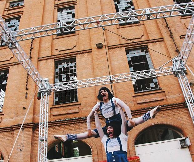 """O grupo ParaladosanjoS apresenta o espetáculo """"As Gêmeas"""" no domingo (20), na Chácara do Jockey (Foto: Reprodução/Facebook ParaladosanjoS)"""
