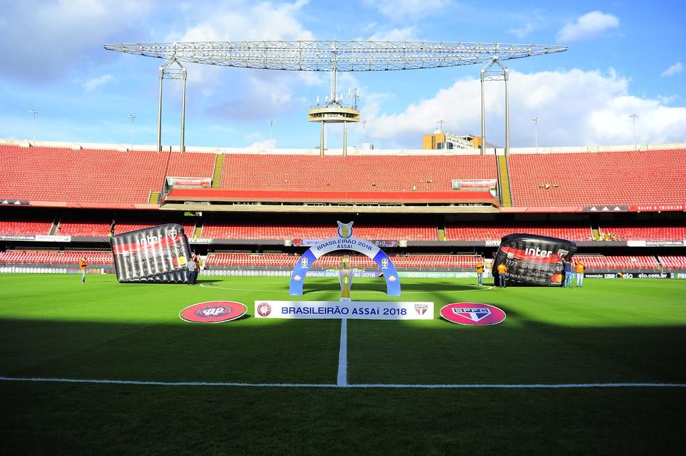 Morumbi recebeu público de 13 mil pessoas para São Paulo x Atlético-PR — Foto: Marcos Ribolli