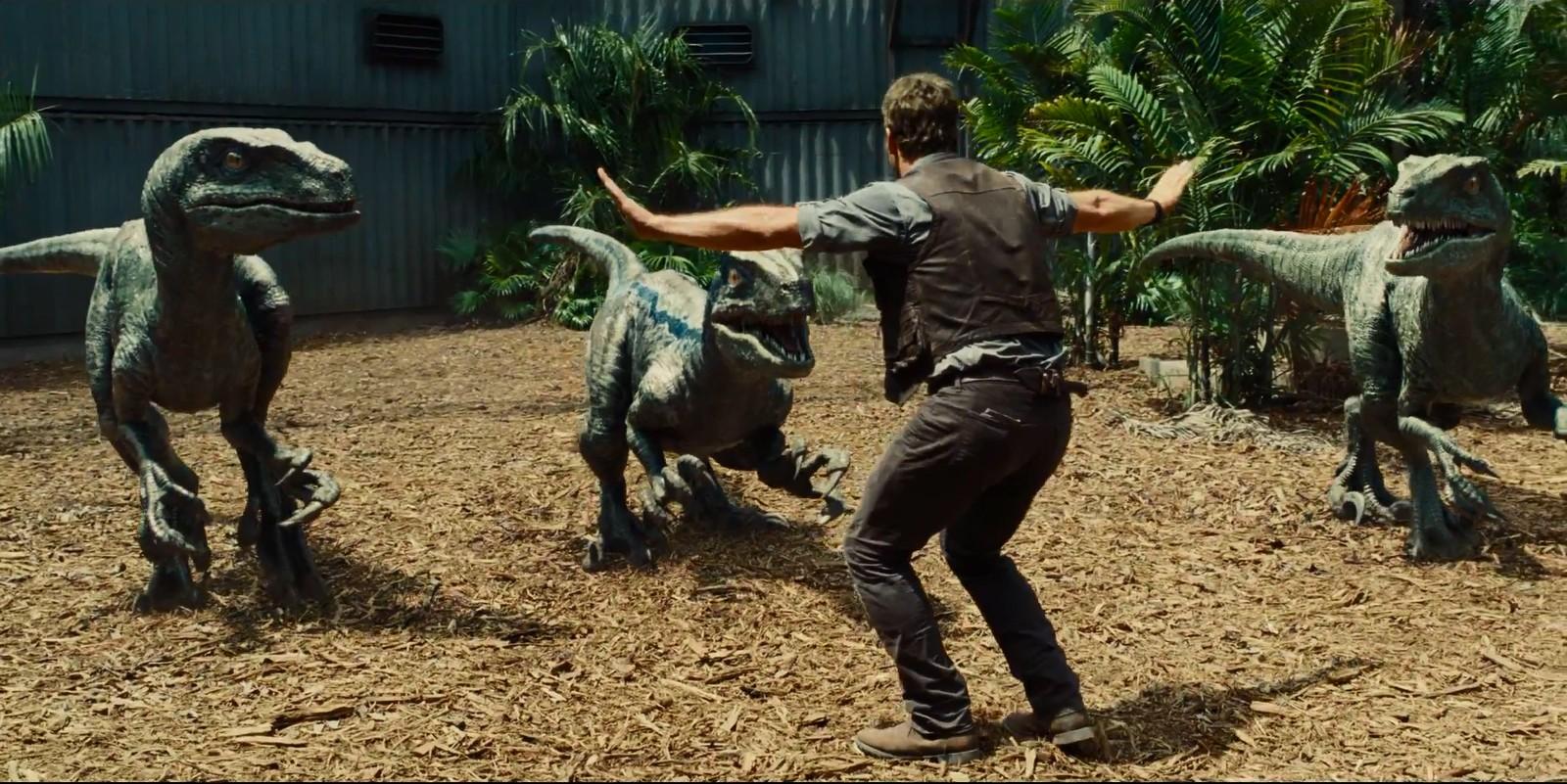 Chris Pratt em cena icônica de 'Jurassic World' (Foto: Divulgação )