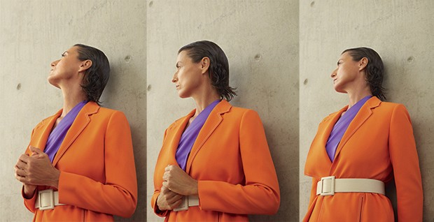 Blazer Printing, R$ 2.475. Blusa Ralph Lauren, R$ 2.280. Cinto Marcelo Bonito, R$ 650 (Foto: Cassia Tabatini (Groupart))