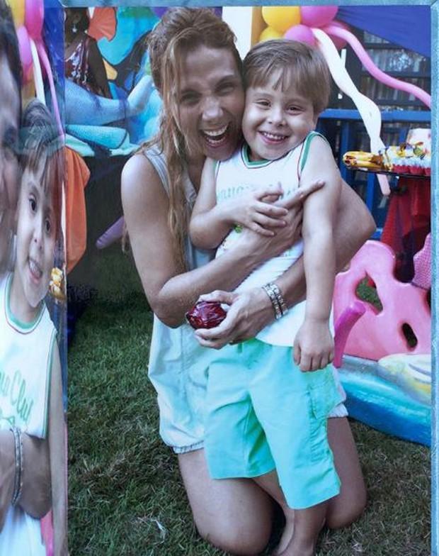 Carla Perez e o sobrinho morto, Matheus Alexandre (Foto: Reprodução/Instagram)