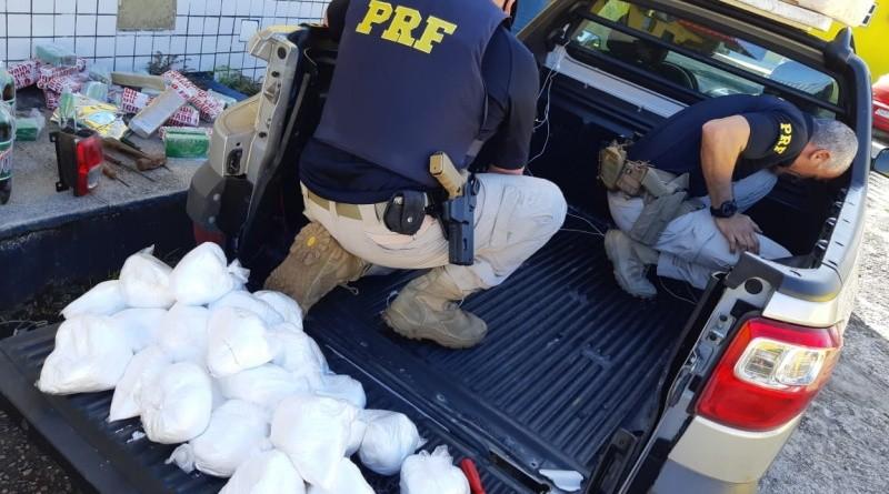 Homem é preso após polícia achar mais de 70 kg de drogas escondidos em caminhonete na Bahia