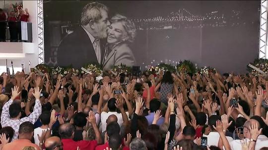 Multidão se despede de Marisa Letícia durante velório no ABC Paulista