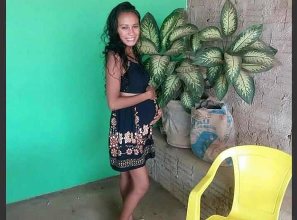 Camila estava grávida de oito meses (Foto: Arquivo pessoal)
