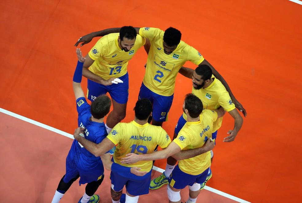 Brasil festeja ponto contra a Rússia (Foto: Divulgação/FIVB)