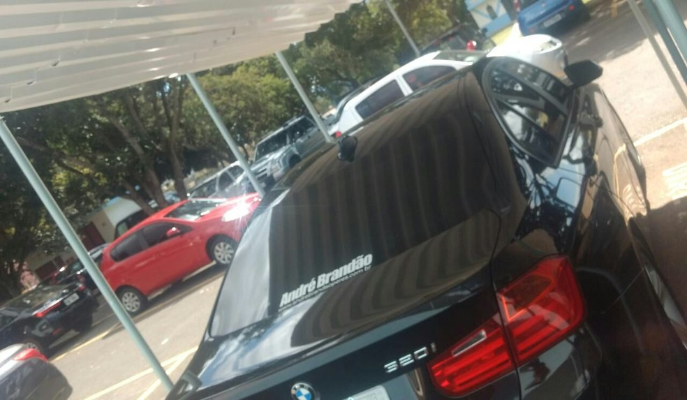 Carro na TCB adesivado em apoio a campanha política (Foto: Arquivo Pessoal)
