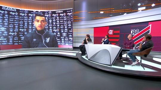 """Santos explica defesa em pênalti de Diego e mira """"lugares mais altos"""" para o Athletico"""