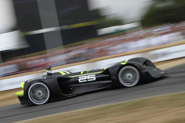Robocar autônomo de corrida enfrentou a subida em Goodwood (Foto: Divulgação)