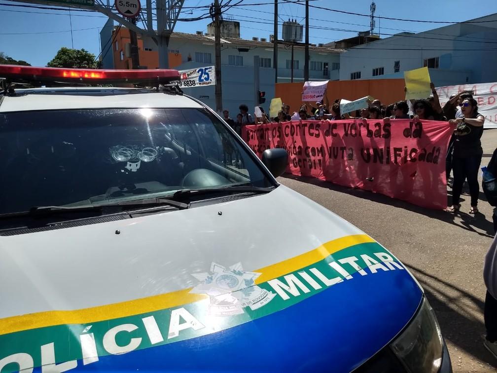 PM acompanhou protesto de estudantes em Porto Velho — Foto: Diêgo Holanda/G1