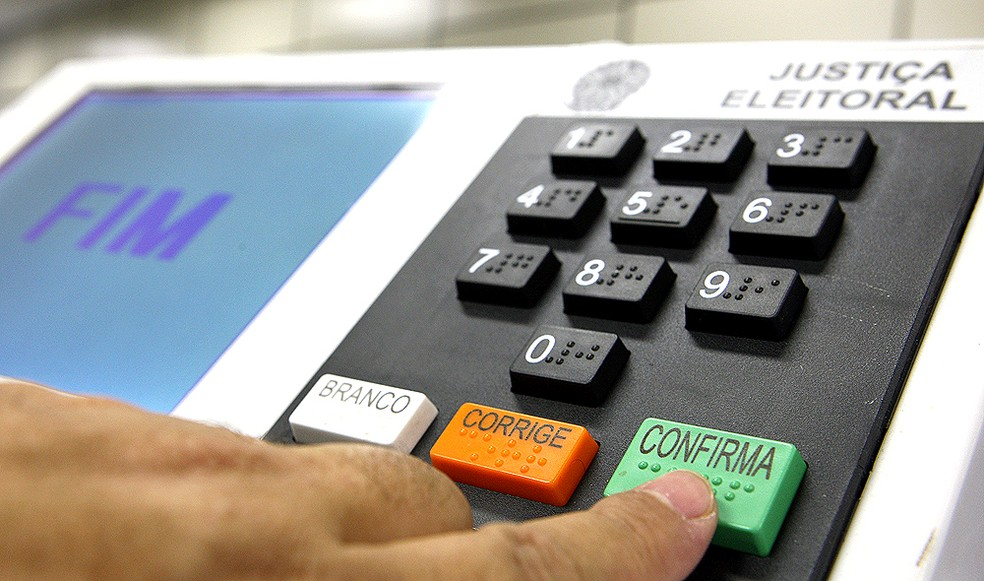 TSE promove últimos testes de urnas eletrônicas para eleições municipais | Política | Valor Econômico