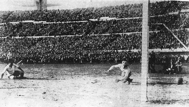 Final da Copa do Mundo de 1930, entre Uruguai e Argentina (Foto: Keystone/Getty Images)