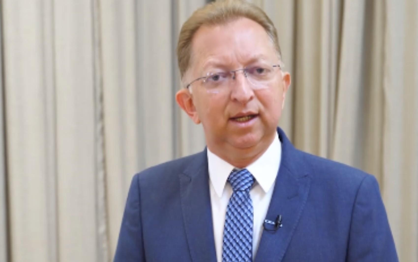 Justiça concede liminar que autoriza deputado federal e pastor a realizar cultos em Goiânia