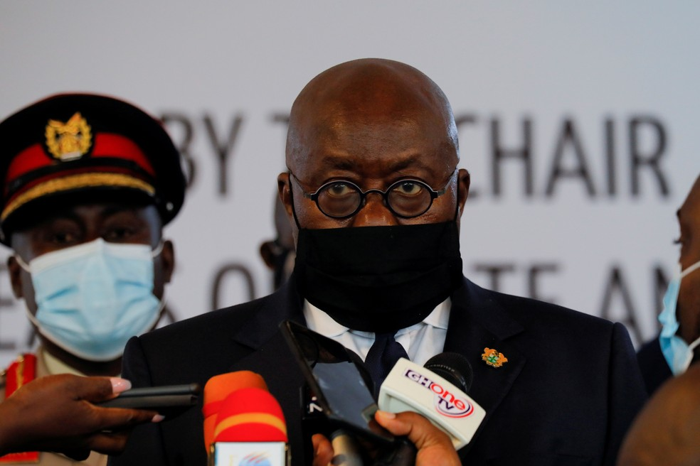 O presidente de Gana, Nana Akufo-Addo, 1º cidadão do país a receber uma dose de vacina contra a Covid-19 — Foto: Francis Kokoroko/Reuters