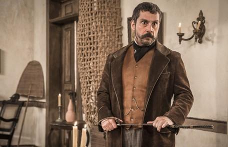 Na terça-feira (31), Tonico (Alexandre Nero) sabotará a casa de Eudoro (José Dumont) para que ele não hospede Dom Pedro TV Globo