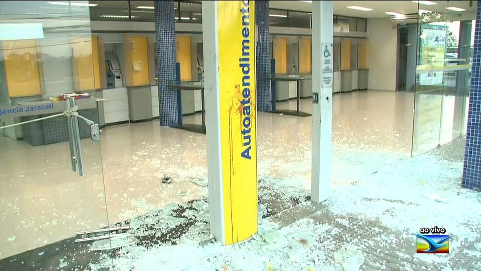 Agência do Banco do Brasil, no Jaracati, foi o local da troca de tiros — Foto: Reprodução/ TV Mirante