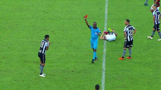 Moisés e Aguirre são denunciados por lances no clássico contra o Flamengo