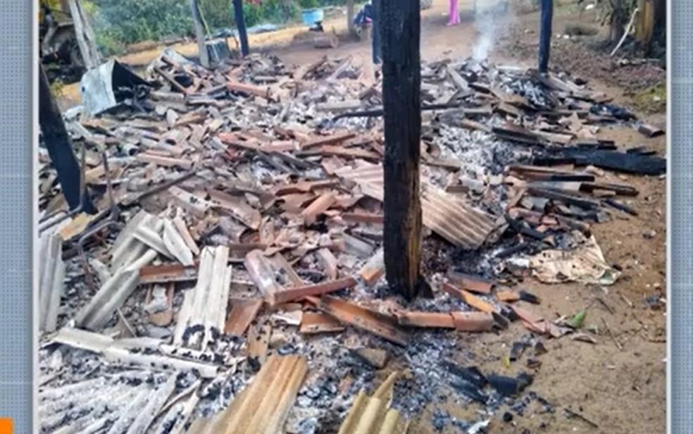 Após ataque a assentamento com   feridos e casas destruídas, Força Nacional é enviada para extremo sul. — Foto: Reprodução / TV Santa Cruz