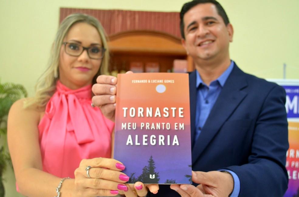 -  Fernando e Luciane Gomes escreveram história na obra   39;Tornaste meu pranto em alegria  39;  Foto: Fabiana Figueiredo/G1