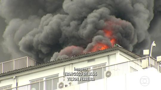 Bombeiros correm para dois grandes incêndios no Rio