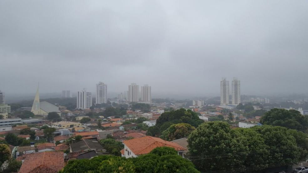 Frente fria deve derrubar a temperatura em Cuiabá na próxima semana — Foto: Carolina Holland/G1