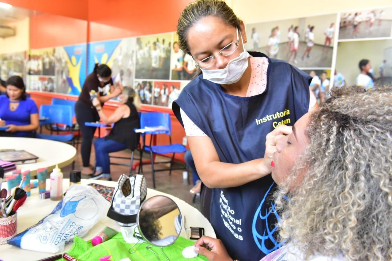 Novas vagas para cursos de qualificação para mulheres vulneráveis socialmente são abertas em Manaus - Notícias - Plantão Diário