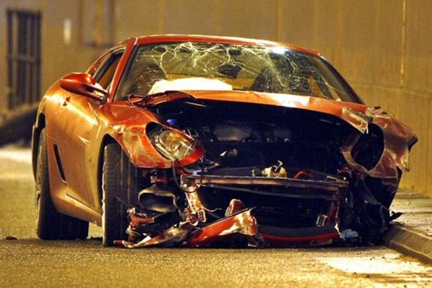 Jogadores de futebol que já bateram seus carros  (Foto: Reprodução Internet )